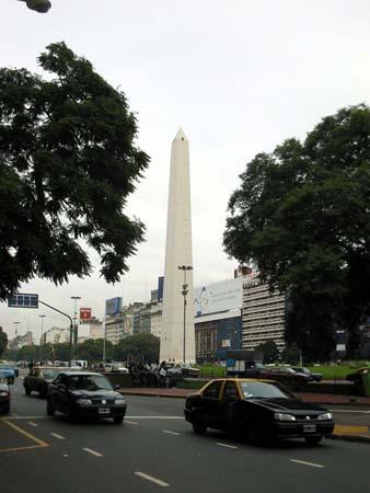023-avenida-nueve-de-julio-obelisco-220404.jpg